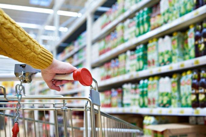 Za drahšími potravinami stojí aj vyššia cena práce, obchodníci rázne odmietajú kritiku politikov