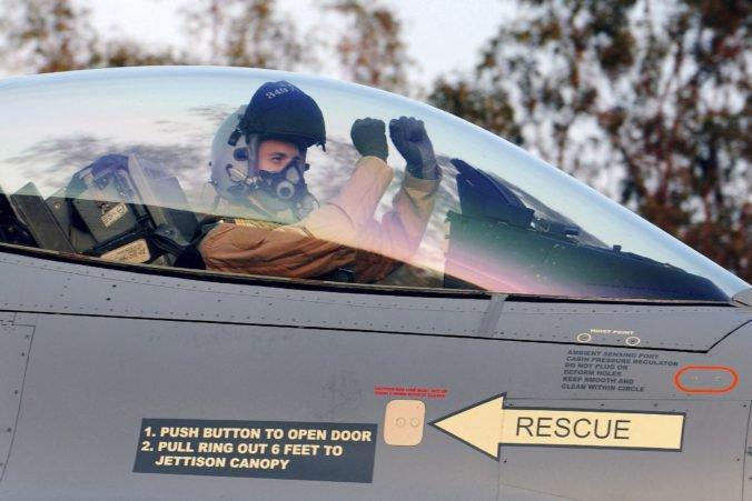 Údržbu stíhačiek F-16 by mohli podľa Pellegriniho robiť v Trenčíne a bola by to výhra pre všetkých