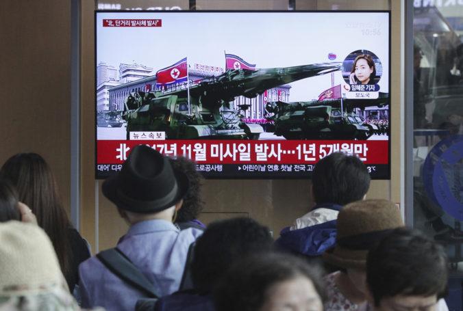 Severná Kórea vystrelila niekoľko rakiet krátkeho doletu, údajne tak chce zatlačiť na USA