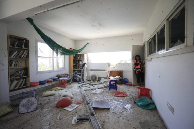 Video: Palestínski militanti z Pásma Gazy vystrelili desiatky rakiet na Izrael