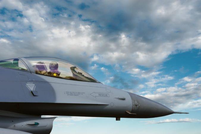 Na Slovensku nie sú podľa Naďa kapacity na opravy amerických stíhačiek F-16