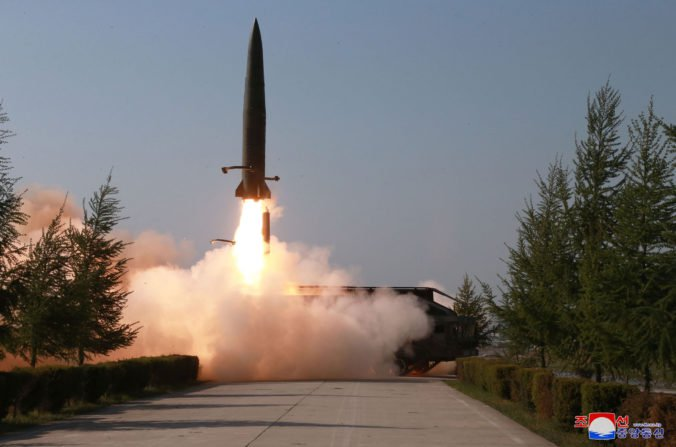 Severná Kórea otestovala rakety krátkeho doletu, podľa expertov sa podobajú na ruskú technológiu