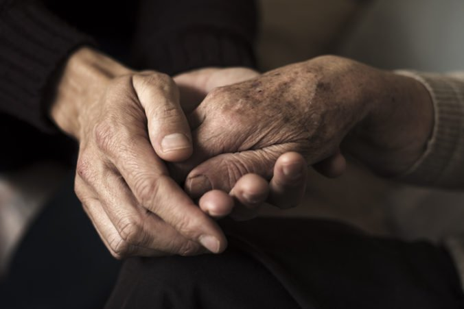 Osemdesiatjedenročná žena z Írska prvýkrát stretla svoju 103-ročnú matku, pomohol jej genealóg
