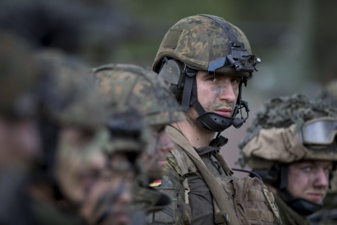 Nemecko pre napätie medzi Spojenými štátmi a Iránom pozastavilo výcvik irackých vojakov