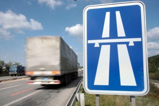 Polícia upozorňuje na úplnú uzávierku diaľnice D3 pri Žiline, prebehne údržba tunela