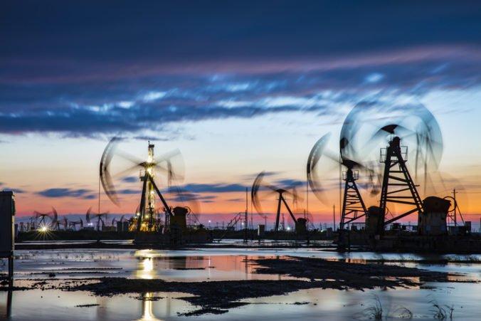 Ceny drahých kovov sa vyvíjali zmiešane, ropa zdražela