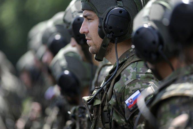Poslanci schválili nový spôsob zvyšovania výsluhových dôchodkov policajtov a vojakov