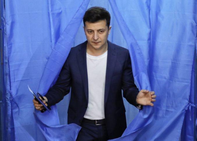 Poslanci ukrajinského parlamentu rozhodli, kedy Zelenskyj zasadne do prezidentského úradu