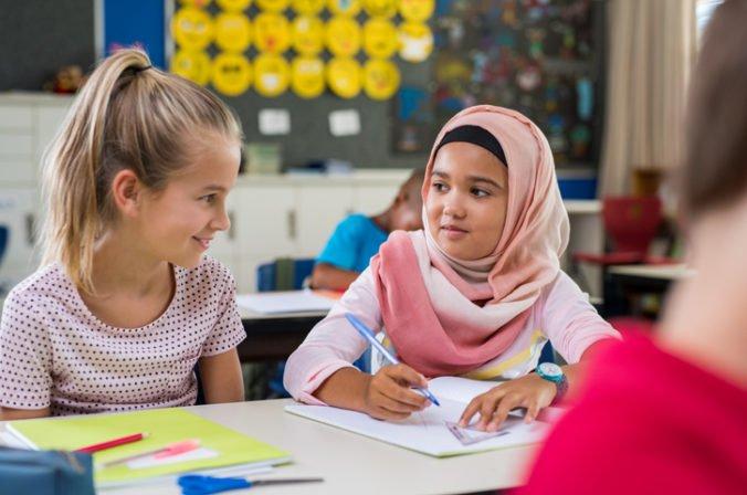 Rakúski školáci si nebudú môcť zahaľovať hlavy, parlament zakázal nosenie šatiek