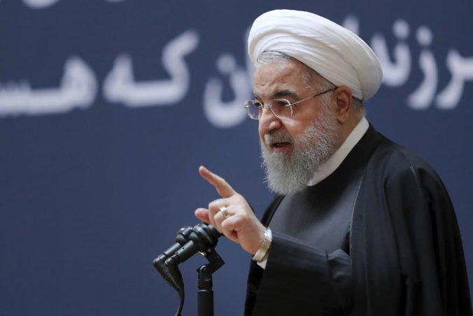 Rúhaní sa chce vysporiadať s odstúpením USA od jadrovej dohody, žiada právomoci ako za vojny