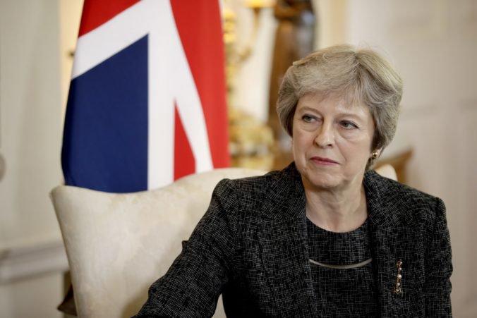 Theresa Mayová prvýkrát pripustila nové referendum o brexite, názor verejnosti sa zmenil