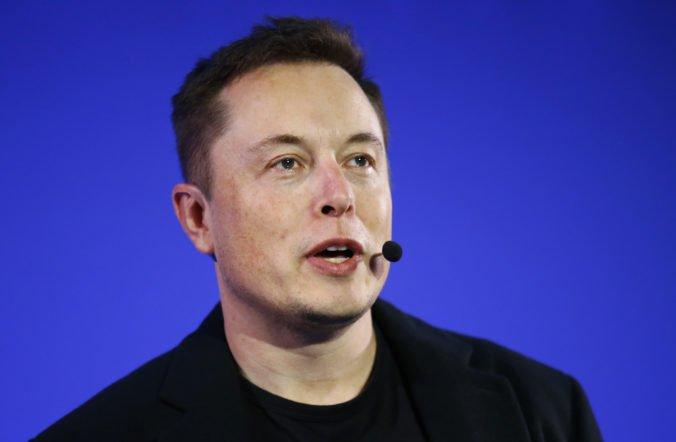Tesla znížila ceny svojich najdrahších modelov, investori pochybujú aj o schopnostiach Muska