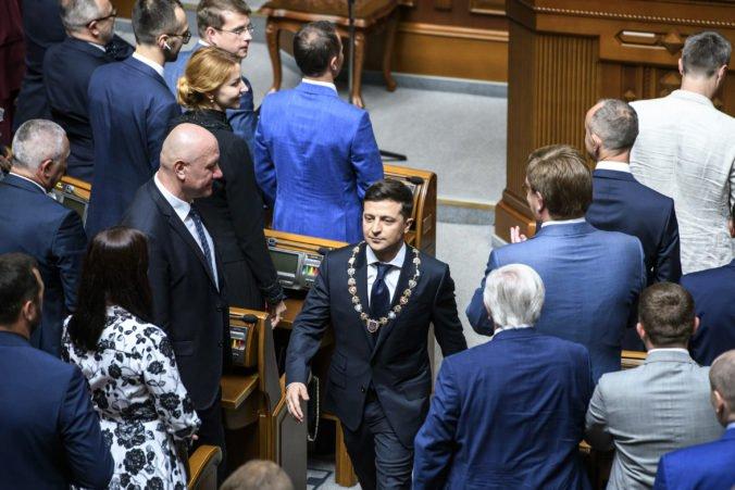 Ukrajinský parlament sa vzoprel novému prezidentovi Zelenskému, odmietol rokovať o zmenách