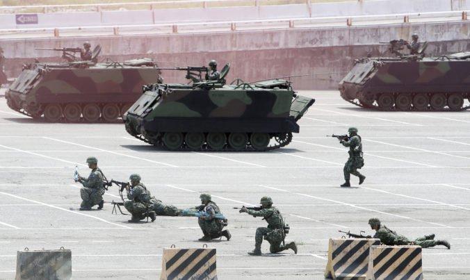 Video: Taiwan sa obáva hrozieb Číny, do vojenských cvičení zapojili lode aj stíhačky