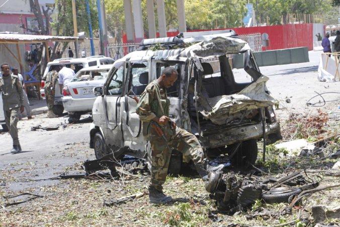 Bomba v aute zabila bývalého ministra, k útoku v Mogadiše sa prihlásila organizácia aš-Šabáb