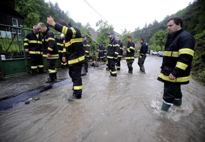 Foto: Slovensko zasiahol intenzívny dážď, hasiči pomáhali aj s odstraňovaním spadnutých stromov
