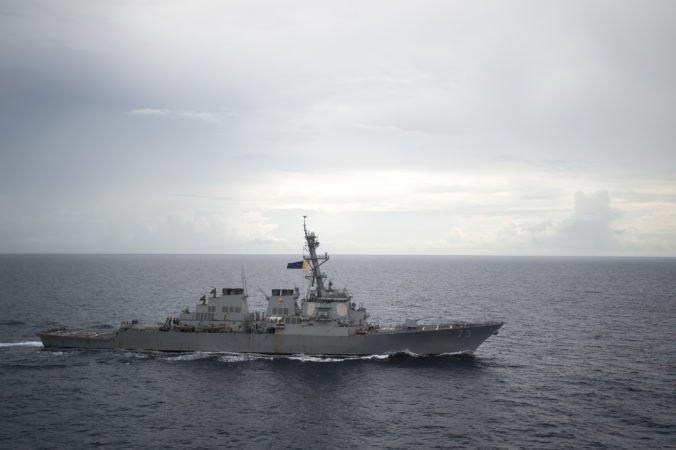 Taiwanským prielivom sa preplavili dve americké vojenské lode, na štát si robí nároky Čína