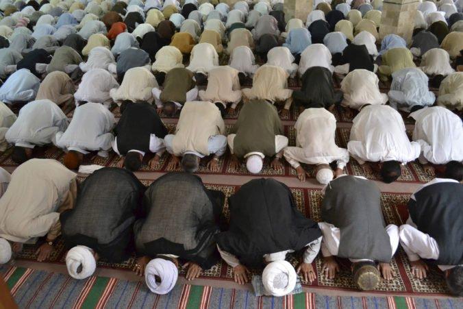 Mešitou v Pakistane otriasla explózia, v budove sa modlili sunnitskí moslimovia