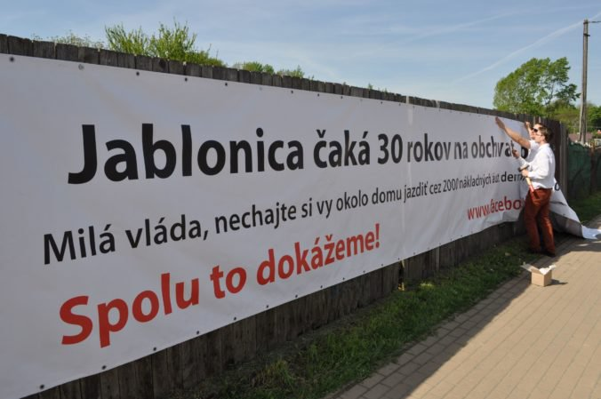 Ministerstvo dopravy ľuďom z Jablonice obchvat nesľúbilo, najväčšou prioritou je Senica