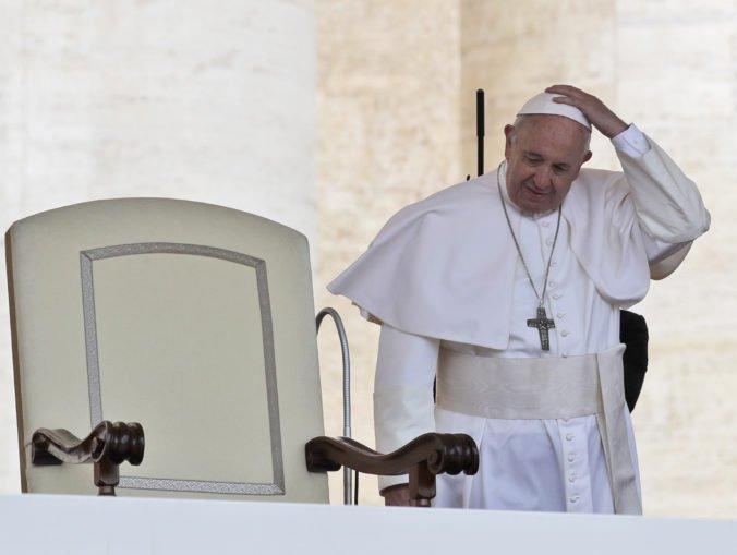 Pápež František prirovnal potraty k najatiu nájomného vraha, rodičia potrebujú podporu