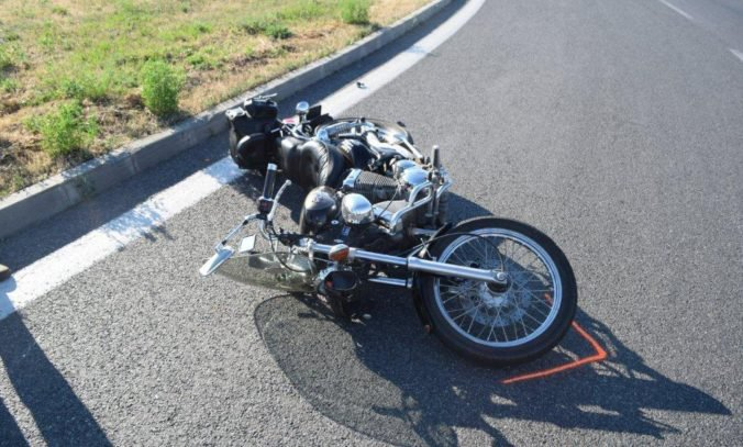 Za dve hodiny havarovali v Trnavskom kraji traja motorkári, polícia vyzýva na bezpečnú jazdu