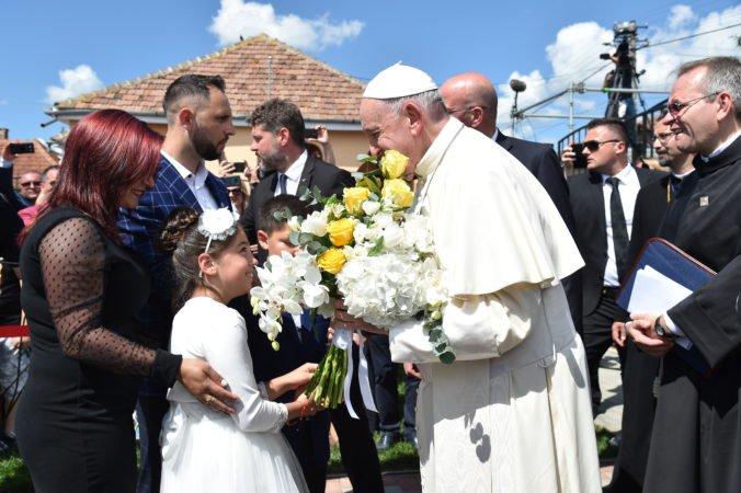 Pápež František v Rumunsku požiadal Rómov o odpustenie za dlhoročnú diskrimináciu