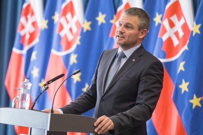 Pellegrini poškodí záujmy Slovenska, mal by dať prednosť Normandii pred Ruskom, tvrdí OĽaNO