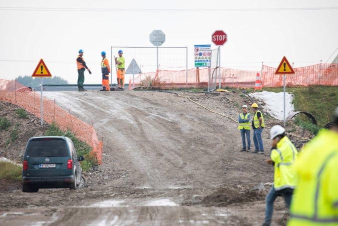 Inšpekcia životného prostredia spustila kontroly pri obchvate D4/R7 a spolupracuje s políciou