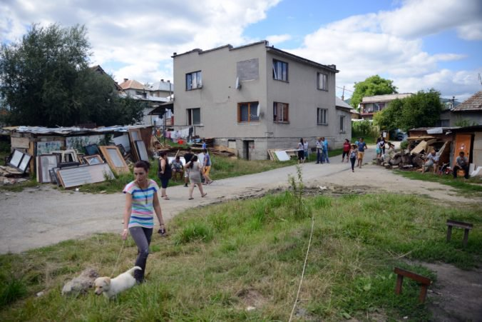 Obyvatelia Krškán žiadajú riešiť problémy s Rómami, v jednom dvore žijú aj desiatky ľudí