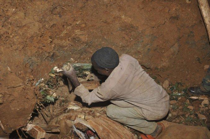Video: Silné dažde v Ugande spôsobili zosuvy pôdy, záchranári pátrajú po nezvestných a obetiach