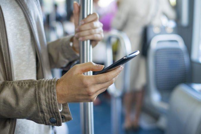 Ženy sa môžu chrániť pred sexuálnym obťažovaním v hromadnej doprave, polícia vyvinula aplikáciu