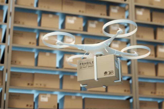 Amazon chystá novinku, zásielky plánuje doručovať dronmi