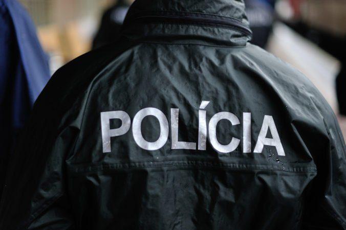 Brutálne zaútočili na dve staršie ženy v rodinnom dome, mužov obvinili z pokusu o vraždu
