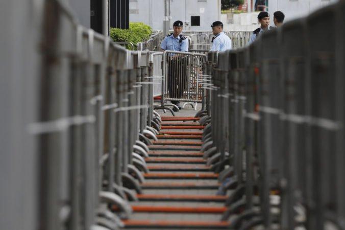 V Hongkongu budú opäť protestovať proti kontroverznému návrhu zákona, polícia mobilizuje posily