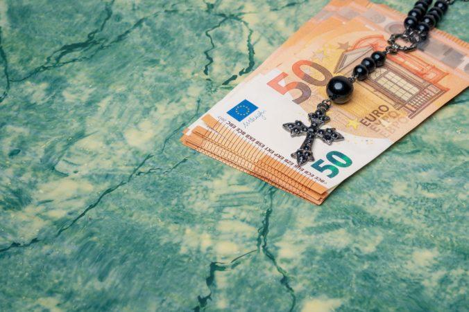 Kolínska arcidiecéza nemusí zverejňovať, ako nakladá s miliardami eur, rozhodol súd