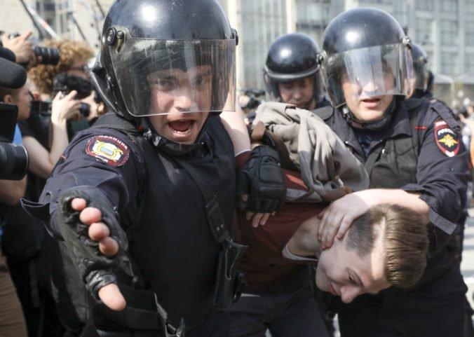 Zatknutie novinára Golunova stálo funkciu šéfa moskovskej polície aj šéfa protidrogového