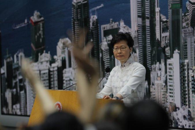 Hongkong ustúpil tlaku verejnosti, dočasne sťahuje kontroverzný zákon o vydávaní občanov do Číny