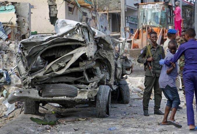 V hlavnom meste Somálska útočili teroristi, zabili najmenej osem ľudí