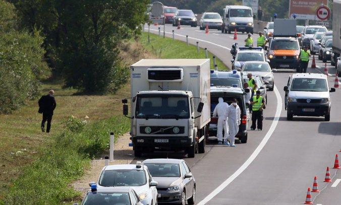 Štyria prevádzači dostali doživotie za smrť desiatok migrantov v chladiarenskom aute pri Parndorfe