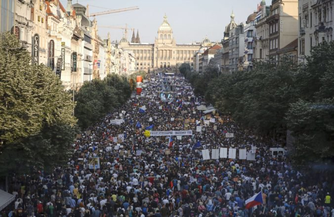 Video: Desaťtisíce ľudí protestujú v Prahe na Letnej, žiadajú demisiu premiéra Babiša (aktualizované)
