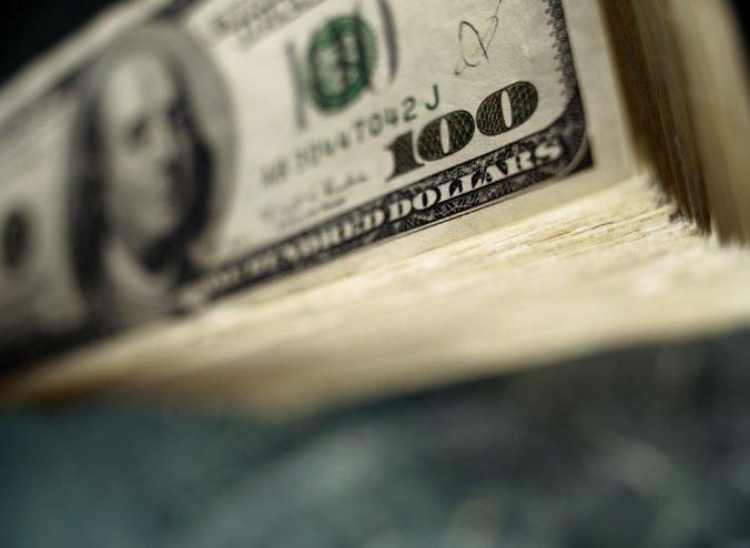 Dolár si prilepšil oproti japonskému jenu, investori sledovali vývoj v americko-čínskom spore