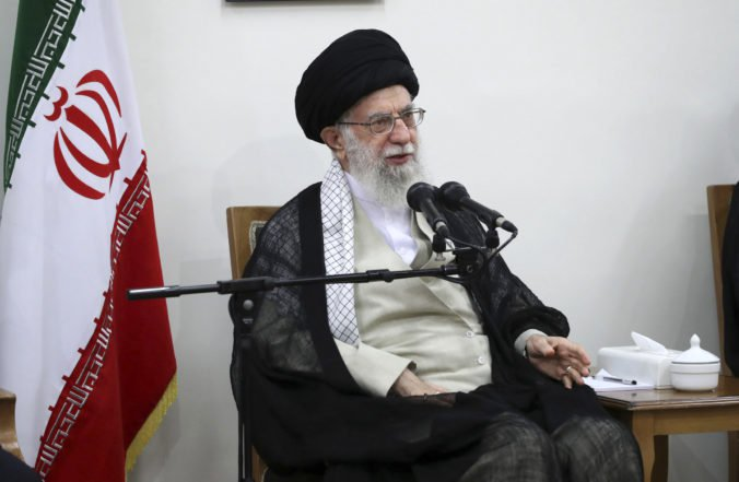 Donald Trump reaguje na provokáciu Iránu, uvalil sankcie na najvyššieho duchovného vodcu