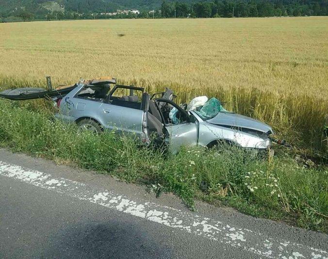 Foto: Pri Nitrici sa zrazilo auto s kamiónom, nehoda si vyžiadala jedného mŕtveho