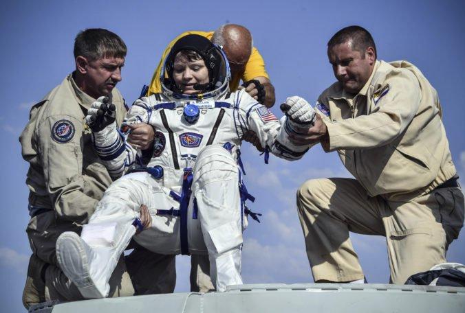 Video: Traja astronauti sa zo stanice ISS vrátili na Zem, vo vesmíre strávili 204 dní