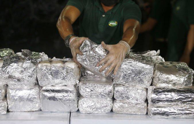 Polícia zadržala doteraz najväčšie množstvo metamfetamínu v Európe aj tisíce litrov chemikálií