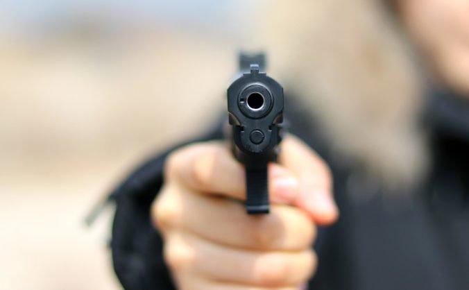 Muž zaútočil pred mešitou, zranil dve osoby a po naháňačke s políciou sa zastrelil
