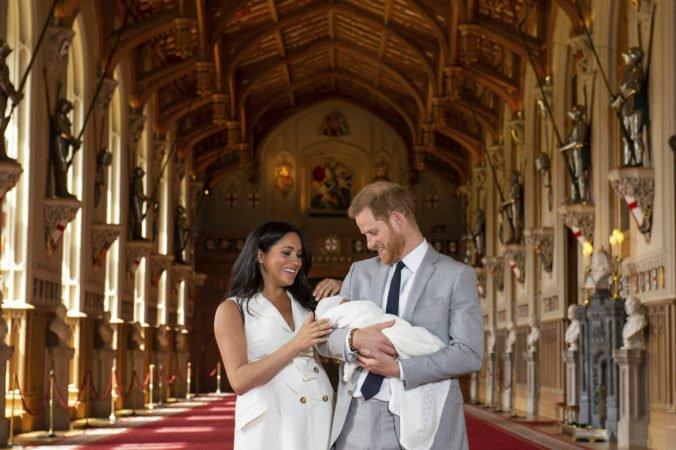 Princ Harry s manželkou a synom navštívia Juhoafrickú republiku, bude to ich prvá rodinná zahraničná cesta