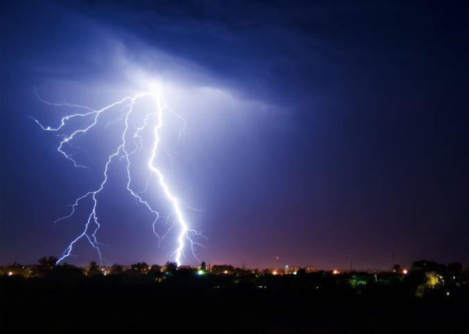 Na Slovensku padol tohtoročný teplotný rekord, ale silné búrky priniesli aj 45-tisíc bleskov