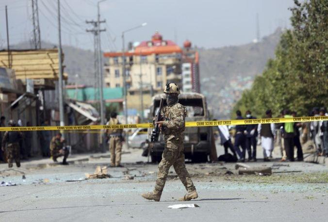 Video: Centrom Kábulu otriasol mohutný výbuch, k útoku sa prihlásil Taliban
