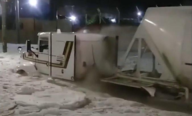Video: Obyvateľom mesta v Mexiku sa naskytol neobvyklý pohľad, ulice pokryla hrubá vrstva ľadu